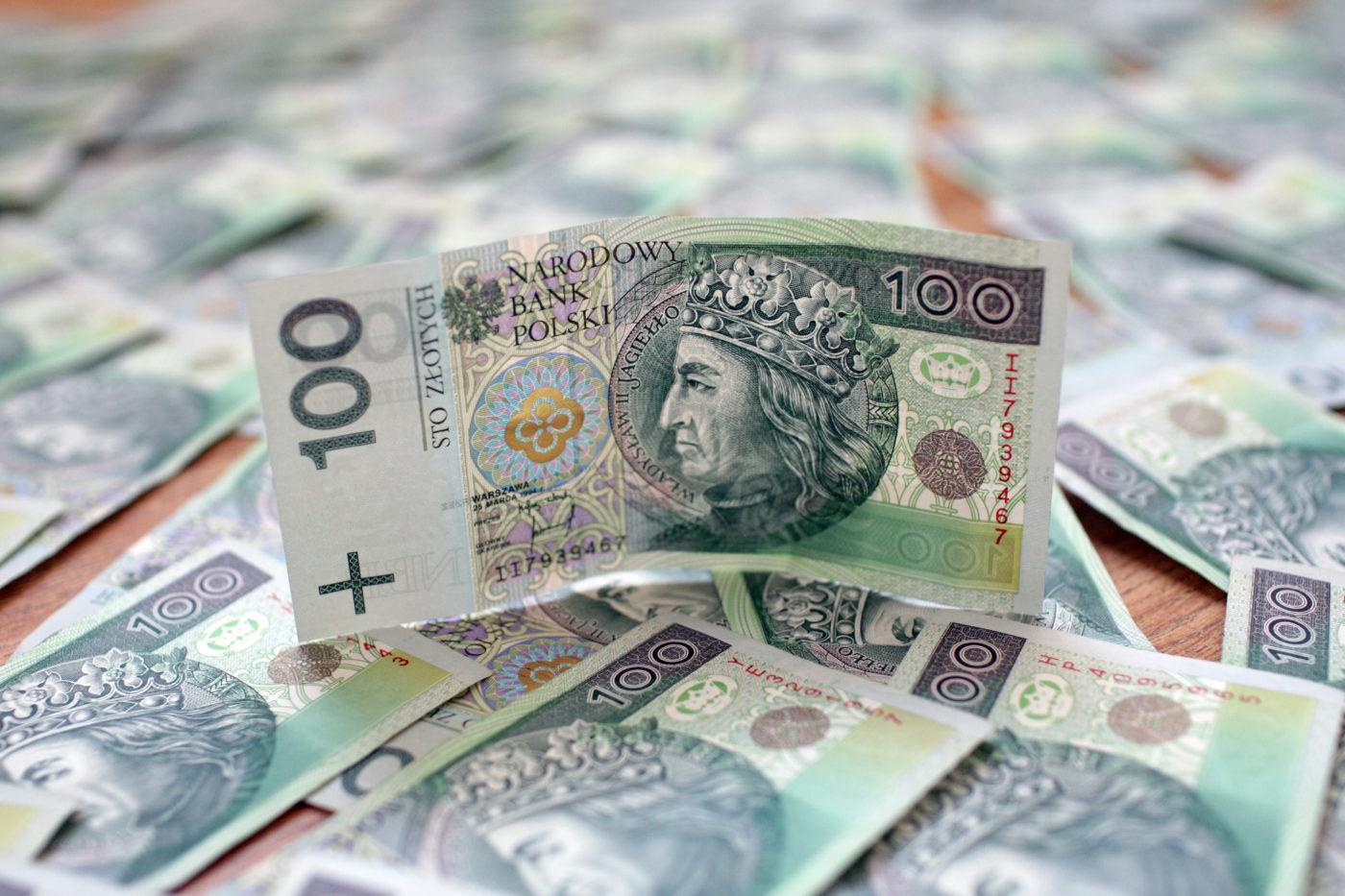 FOT. PIOTR MECIK / SE / EAST NEWS DATA: 26.01.2010  TEMAT: 10 TYS ZLOTYCH PIENIADZE BANKNOTY KASA