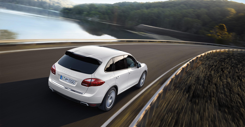 Porsche-Cayenne_S_Hybrid_2011_3000x1560_wallpaper_05